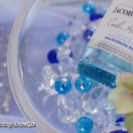 ブルーのボトルでコーディネート