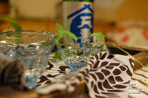 ブルーのガラスの酒器