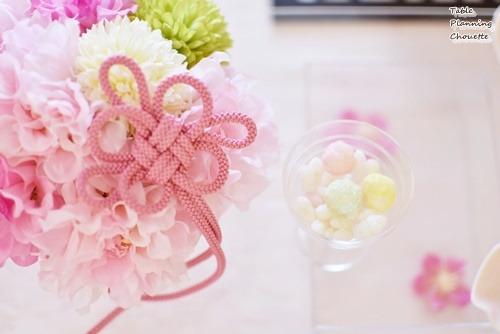 お花に紐を加えて和の要素をプラス