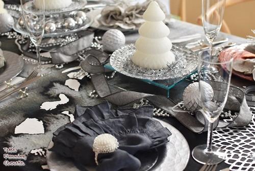 グレー&シルバー&ホワイトのクリスマステーブル