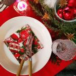 クリスマスの赤いテーブル